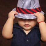 帽子を被った男の子