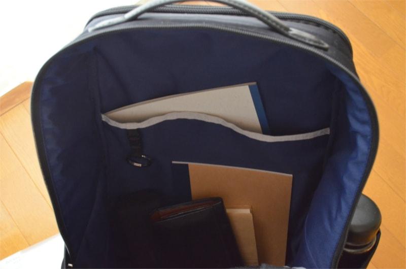 本体内部(背中側)A4ポケット